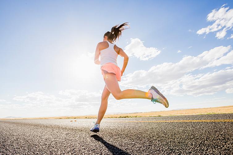 スポーツの秋、大人女子のためのランニンググッズ